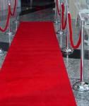 Червен килим под наем от НОВА Кетъринг за Вашето официално събитие! Представителни килими и пътеки под наем, месингови разделителни колчета, ограничители с червено плюшено въже под наем!    http://www.novva.bg